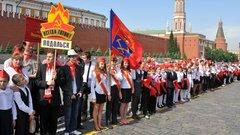 Педагог – пионерам России: «Потеряв галстук, вы потеряли честь!»